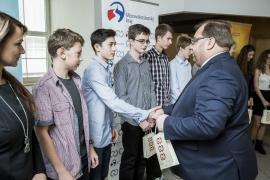 Hejtmanův pohár a desetitisícová odměna pro žáky našeho gymnázia