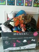 Stálá sbírka oblečení pro charitativní organizaci Moment, tak trochu jiný obchod